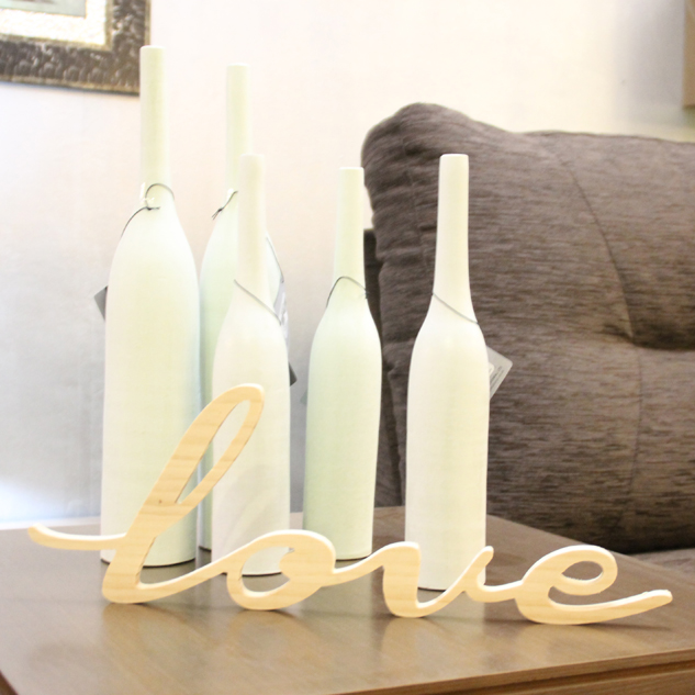 """LOVE"" DECORATIVO EN MADERA DE PINO NATURAL"