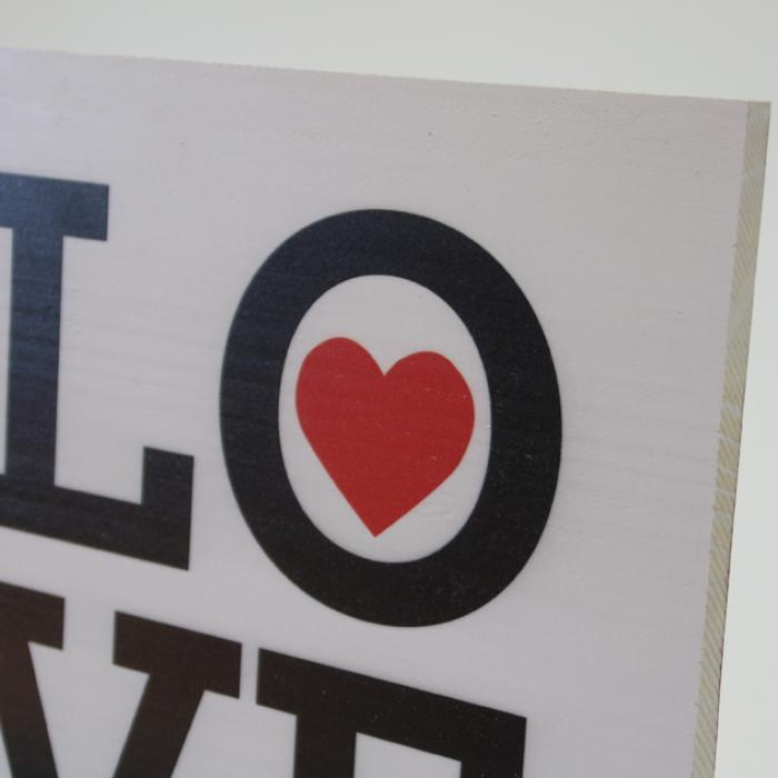 "Cartel decorativo de madera ""Love"" detalle"