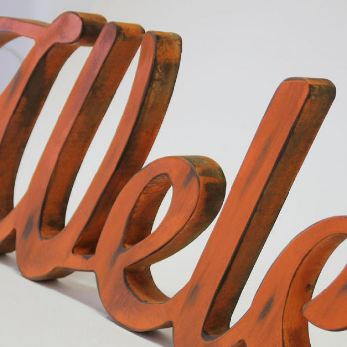 "Letra decorativa ""Welcome"" naranja vintage detalle"
