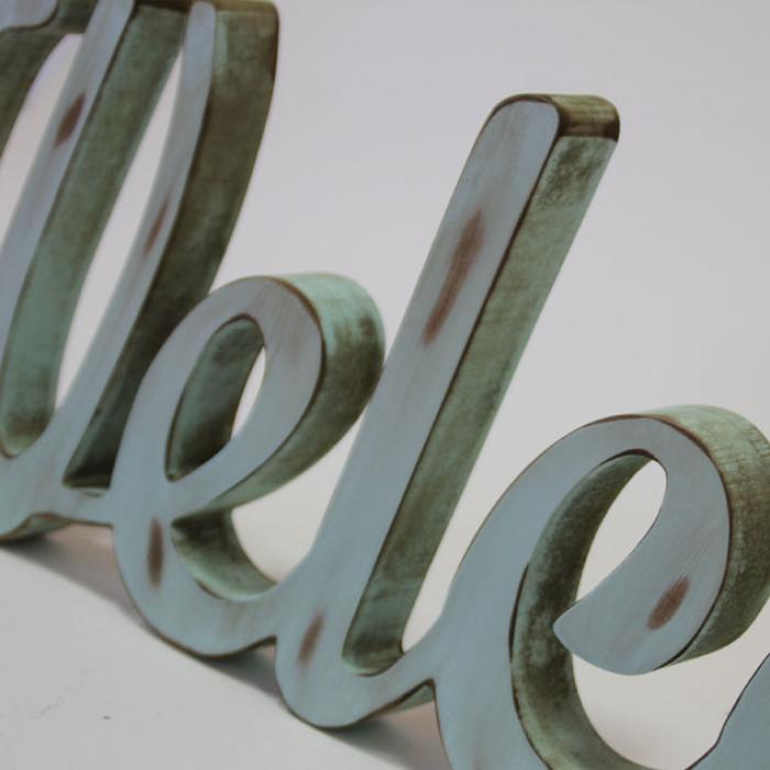 "Letras decorativas ""Welcome"" en madera detalle"